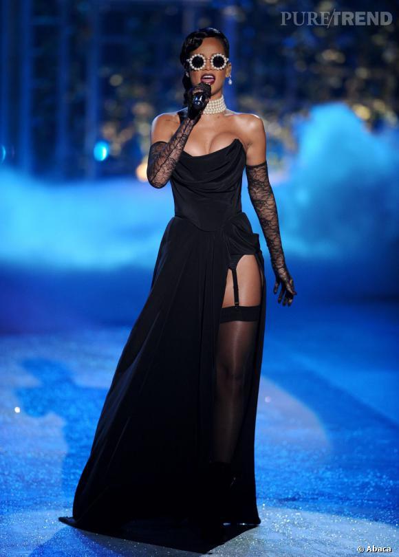 Rihanna Lors Du Défilé Victorias Secret Entre Le Bustier Le - Porte jarretelle victoria secret