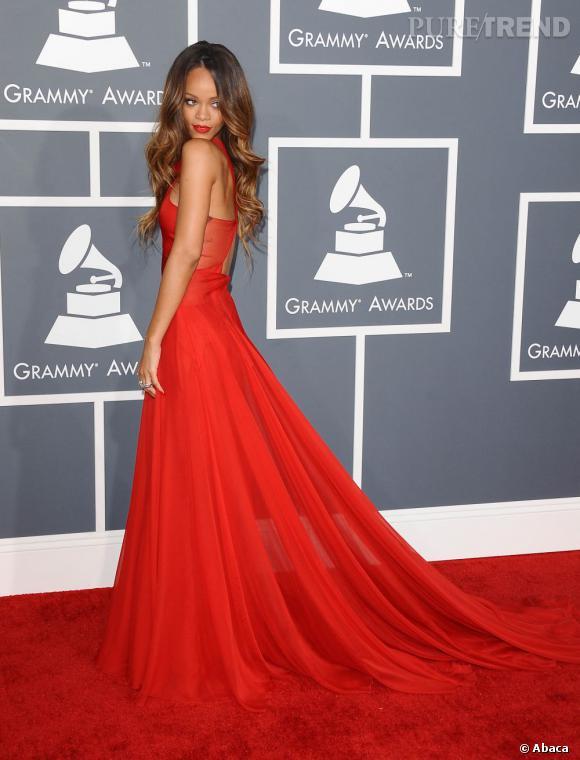Rihanna en robe Azzedine Alaia aux Grammy Awards 2013.