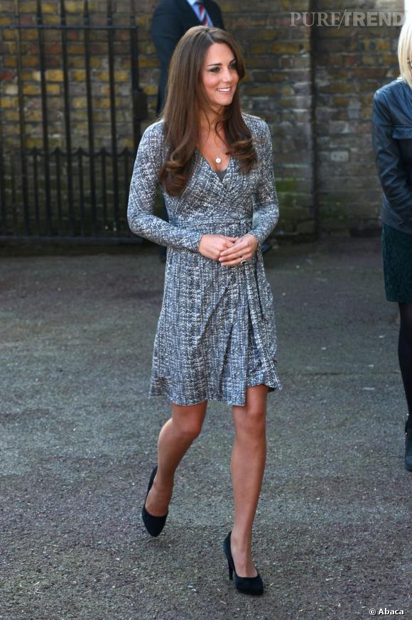 Kate Middleton porte une robe MaxMara Studio pour sa première apparition 2013 officielle et en solo...