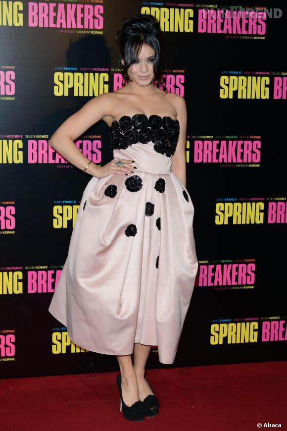 """Vanessa Hudgens mise sur une robe gonflée pour l'avant-première de """"Spring Breakers"""" à Paris, lundi 18 février."""
