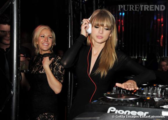 Taylor Swift joue les Djs à l'after-party des Brit Awards 2013 organisée par Universal.