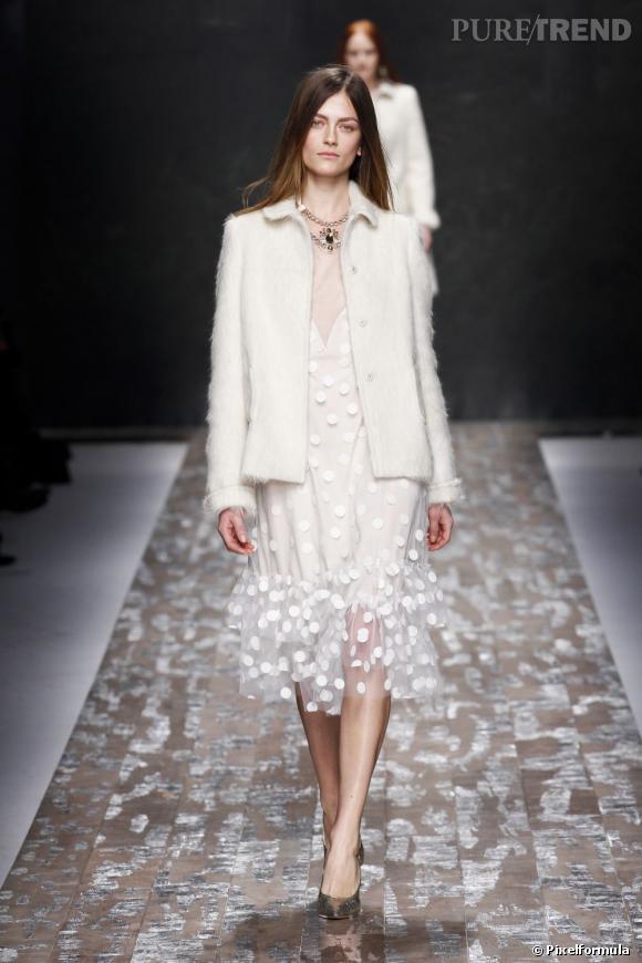 Fashion Week de Milan Automne-Hiver 2013/2014 Défilé Blugirl. Le blanc virginal pour une grâce naturelle.
