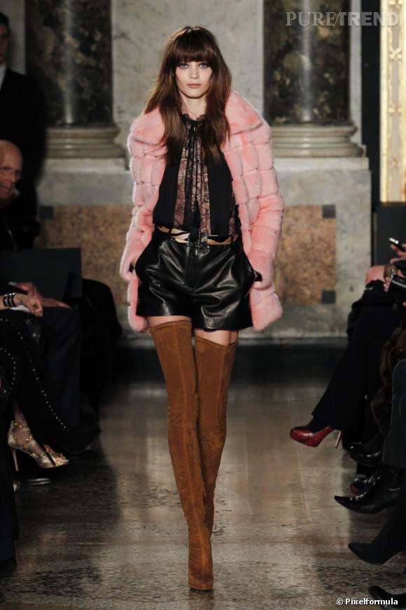 Fashion Week de Milan Automne-Hiver 2013/2014 Défilé Emilio Pucci. La cuissarde est de retour avec un micro short et une fourrure. On assume notre féminité.