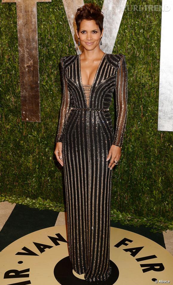 Halle Berry en Versace à la soirée Vanity Fair post-Oscars 2013.