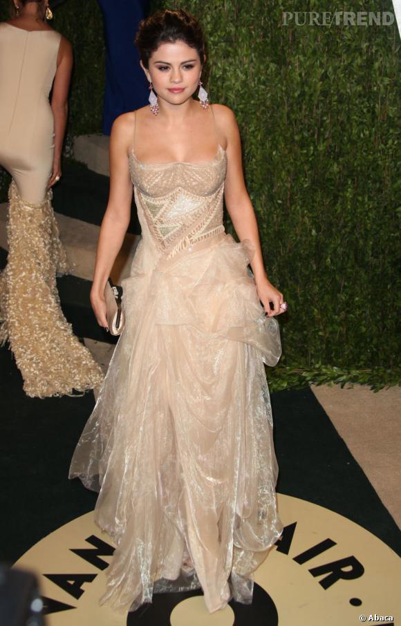 Selena Gomez en Atelier Versace à la soirée Vanity Fair post-Oscars 2013.