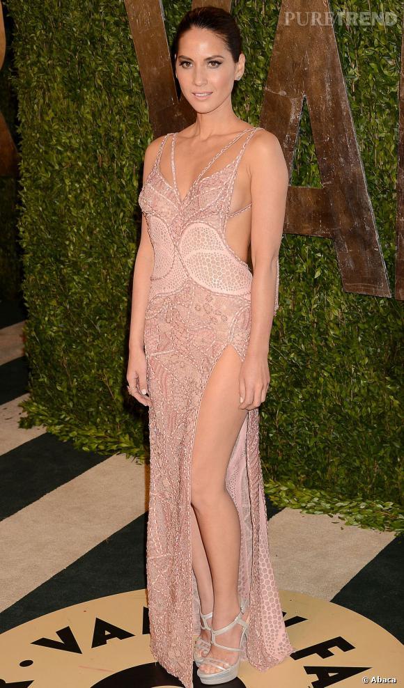 Olivia Munn en Atelier Versace à la soirée Vanity Fair post-Oscars 2013.
