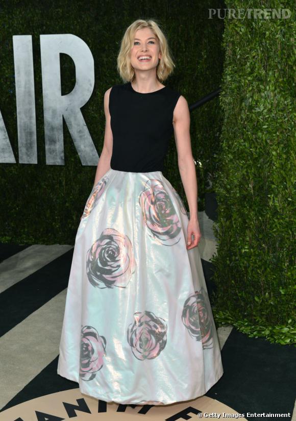 Rosamund Pike en Christian Dior à la soirée Vanity Fair post-Oscars 2013.