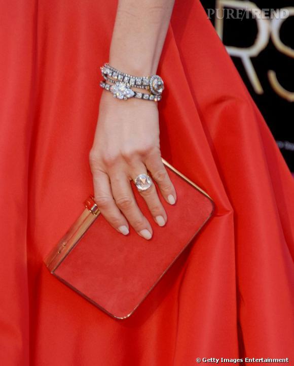Top Jennifer Aniston porte également deux bracelets en diamants  AT99
