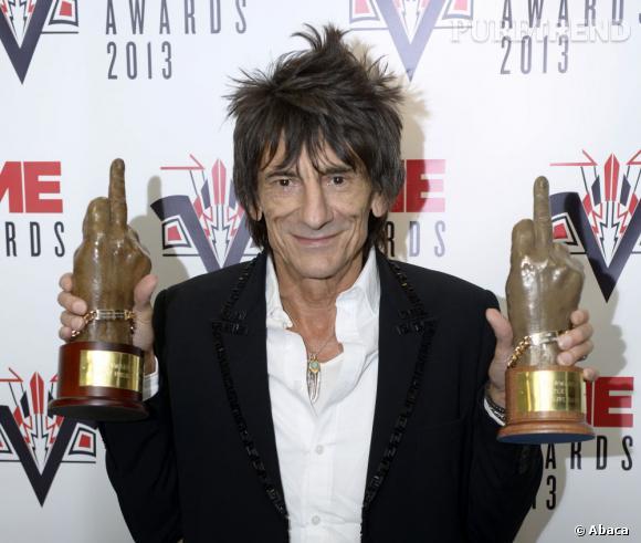 Les Rolling Stones représentés par Ronnie Wood remporte le prix du groupe live de l'année et de la meilleure musique de film.