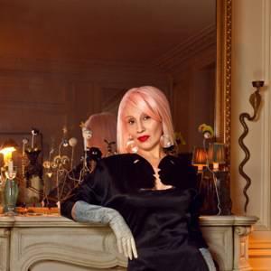 """Portrait de Marie Beltrami Exposition """" Ma vie de timbrée """", à partir du 6 mars.Au Cabinet d'écriture Louis Vuitton, place Saint Germain des Prés 75006 Paris"""
