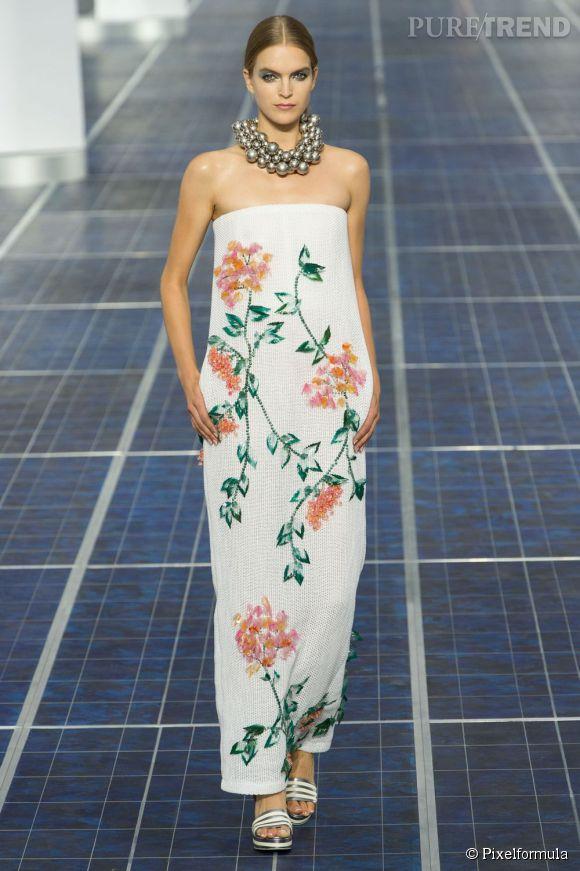Vue sur les podiums : la tendance fleurs 3D      Chanel, défilé Printemps-Eté 2013