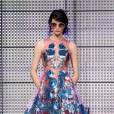 Vue sur les podiums : la tendance fleurs 3D      Holly Fulton, défilé Printemps-Eté 2013