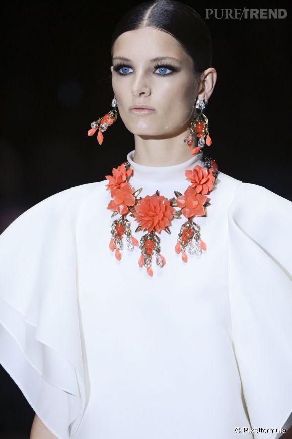 Vue sur les podiums : la tendance fleurs 3D      Gucci, défilé Printemps-Eté 2013