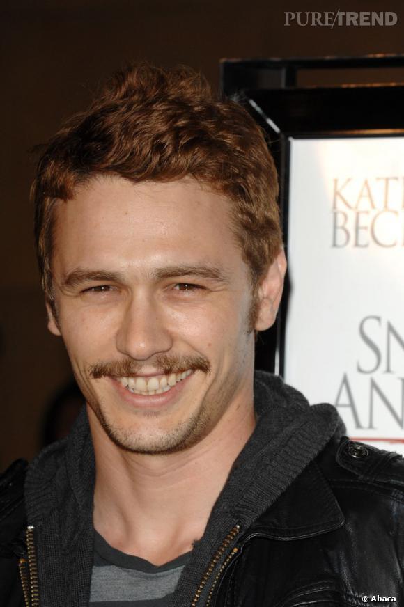 Quand James Franco se teint en roux, il n'oublie pas de réserver le même traitement à sa moustache. On salue au moins l'harmonie.