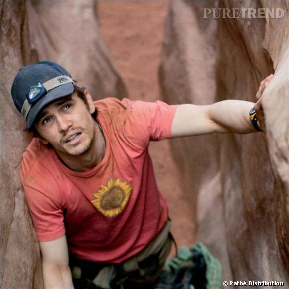 """Dans """"127 heures"""", James Franco joue les casse-cous mal rasé et coiffé d'une casquette poussiéreuse. L'aventurier moderne."""
