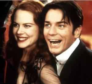 """Changement de style pour """"Moulin Rouge"""", sorti en 2001. Ewan McGregor se fait plus bohème et romantique et porte la mèche."""