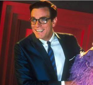 """Dans """"Bye Bye Love"""", en 2003, Ewan McGregor prend des allures rétro avec cheveux gominés et lunettes à grosses montures aux côtés d'une Renée Zellweger au blond baby doll."""
