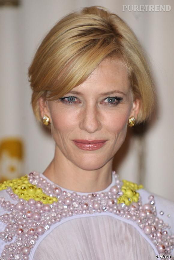 Brushing parfait et maquillage mettant en valeur sa beauté naturelle, Cate Blanchett sait ce qui lui va.