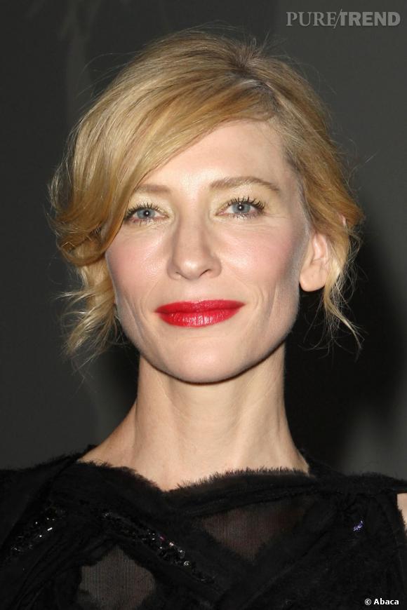 Plutôt habituée au beauty look nude, Cate Blanchett nous montre qu'elle peut aussi compter sur le glamour Hollywoodien.