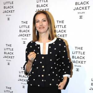 Carole Bouquet à la soirée inaugurale de l'exposition La Petite Veste Noire de Chanel à Milan.