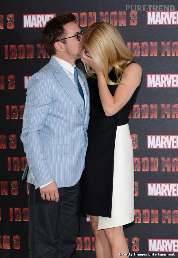 Robert Downey Jr fait rire Gwyneth Paltrow en l'embrassant.