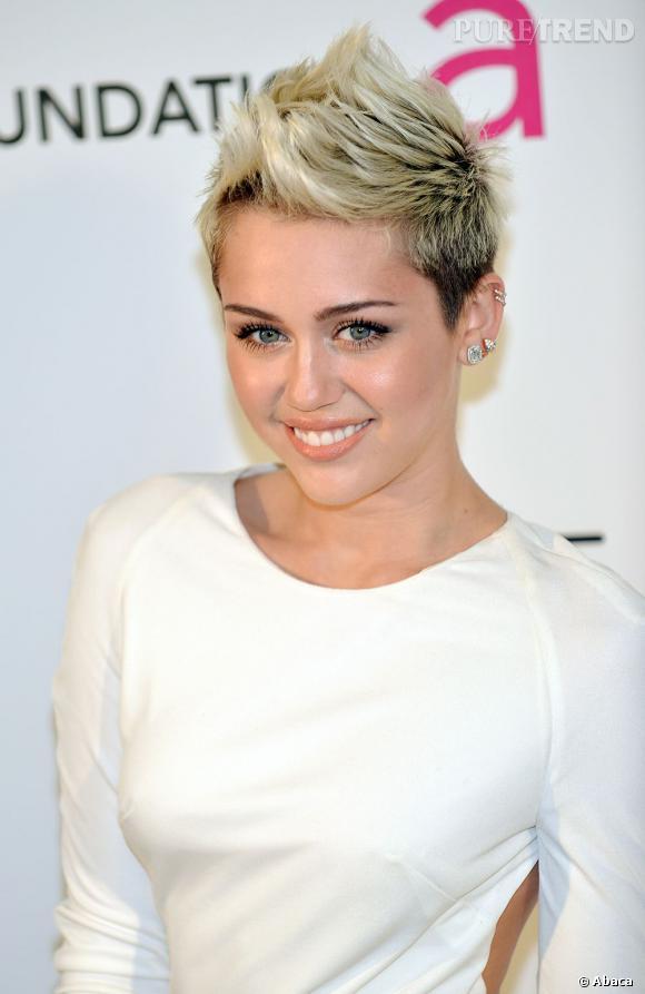 Miley Cyrus, plus que jamais accro à ses cheveux courts.