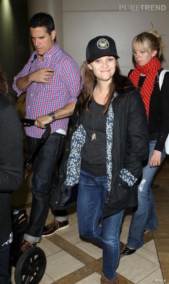 Reese Witherspoon à l'aéroport de LAX de Los Angeles.