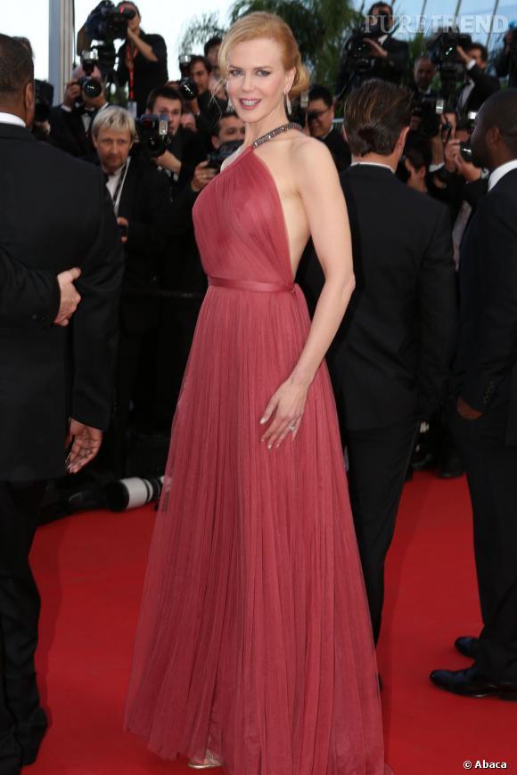 Nicole Kidman, somptueuse dans une longue robe Lanvin, lors de la montée des marches au Festival de Cannes 2012.