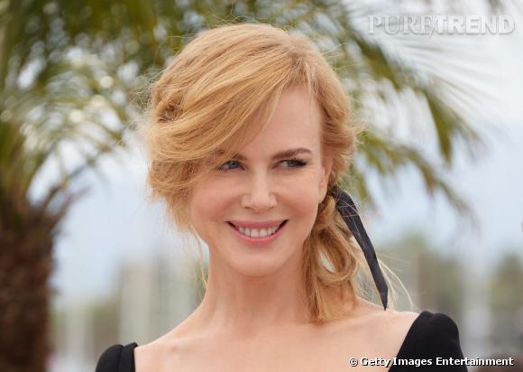 Nicole Kidman mise sur un chignon flou qu'elle décore d'un ruban noir, lors du photocall du jury au Festival de Cannes.