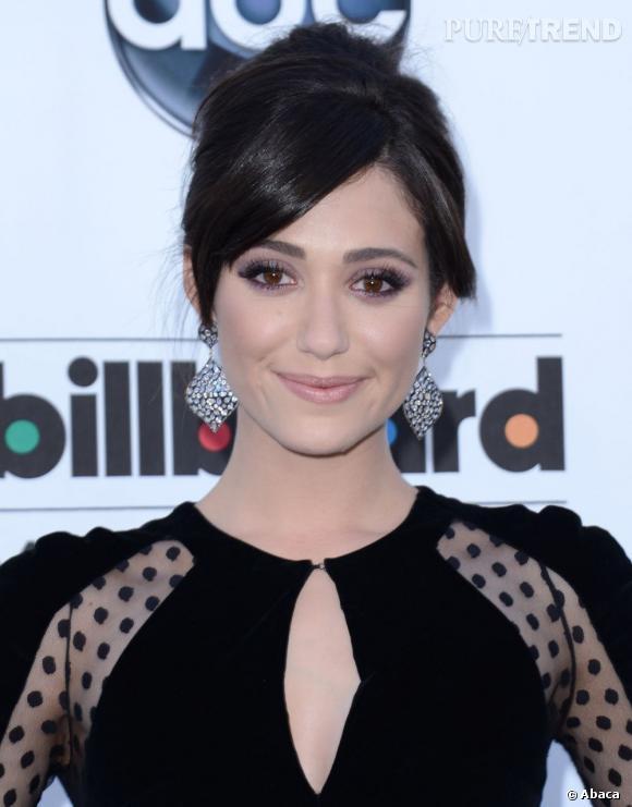 Le pire et le meilleur beauté des Billboard Awards 2013 Avec son maquillage réussi et son chignon élégant, Emmy Rossum a brillé.