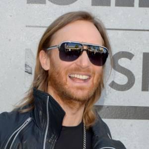 Le pire et le meilleur beauté des Billboard Awards 2013 David Guetta s'entête à afficher les cheveux mi-longs raplapla et une barbe rousse négligée. Un petit tour chez le barbier serait une bonne idée.