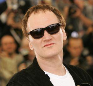 """Quentin Tarantino reçoit en 1994 la Palme d'Or pour son film """"Pulp Fiction"""", ce qui ne semble pas être au gout de tout le monde."""