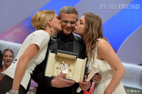 Lea Seydoux, Abdellatif Kechiche et Adele Exarchopoulos sur scène pour chercher la Palme d'Or de Cannes 2013.
