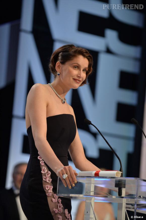 Laetitia Casta sur scène pour la cérémonie de clôture de Cannes 2013.