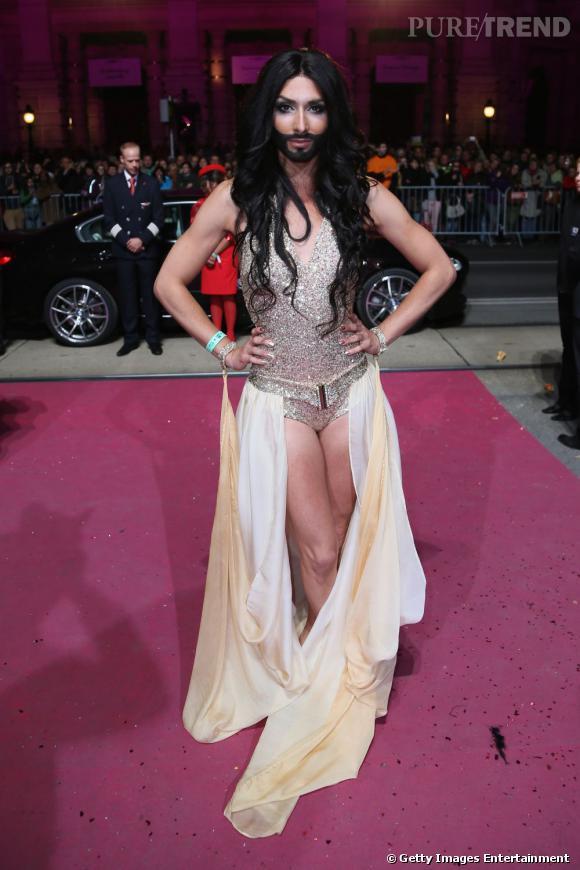 Le chanteur autrichien Conchita Wurst a fait forte impression au 21e Life Ball à Vienne.
