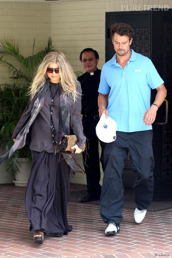 Entre son top façon tunique et sa jupe longue, Fergie s'offre une silhouette aux proportions étranges.