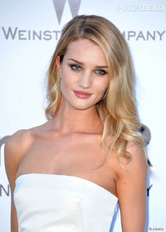 Les plus beaux blonds d'Hollywood : Rosie Huntington-Whiteley, jolie sirène du red carpet.