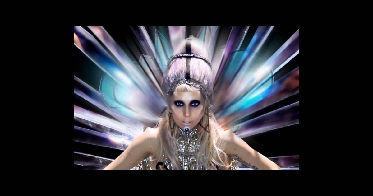 Lady gaga dans le clip born this way avec les fameuses for Dans way way
