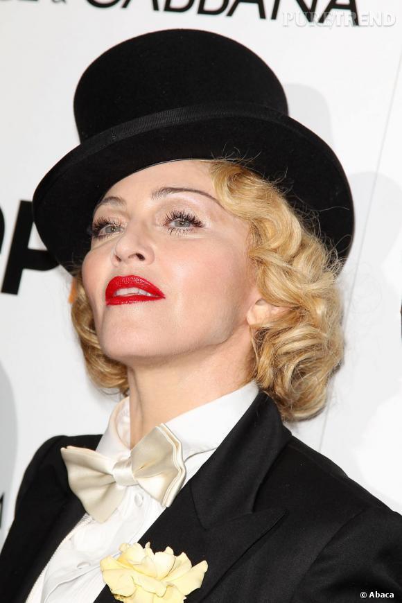 """Madonna étonne et sort du lot pour la première de son film """"MDNA : Tour""""."""