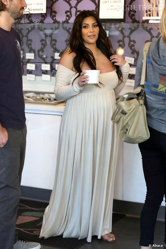 Le flop look enceinte : Kim Kardashian, version ogre du moyen-âge... un désastre !