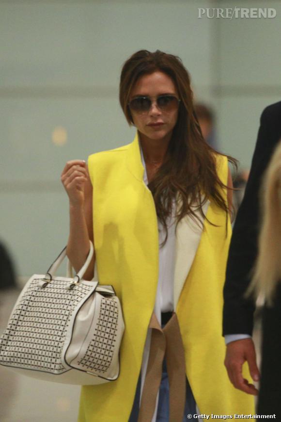 Victoria Beckham a accompagné son mari en visite en Chine et en a profité pour présenter ses créations.