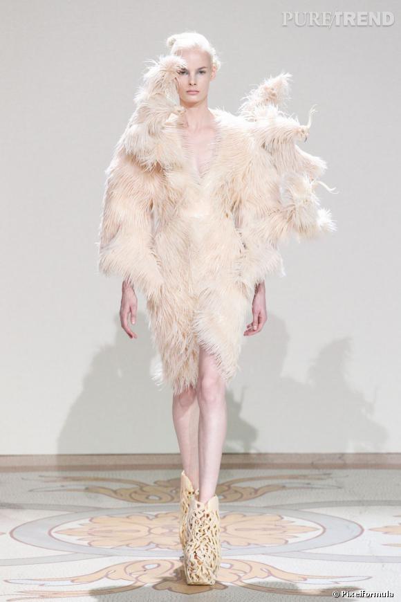 Haute Couture notre best-of : ce qu'il ne fallait pas rater Les créatures magnétiques d'Iris van Herpen