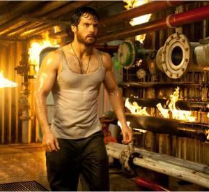 Pour incarner un Superman plus musclé et massif que jamais, Henry Cavill a dû faire deux heures de musculation quotdiennes, presque sept jours sur sept et pendant un an !