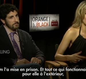 """Taylor Schilling et Jason Biggs forment un duo comique pour la nouvelle série Netflix, """"Orange is the new Black"""", sur le thème carcéral."""