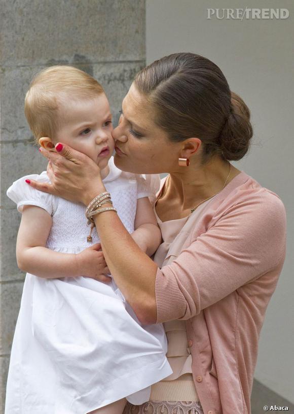 La Princesse Victoria de Suède accompagnée de sa petite fille Estelle qui vient de fêter elle même son anniversaire.