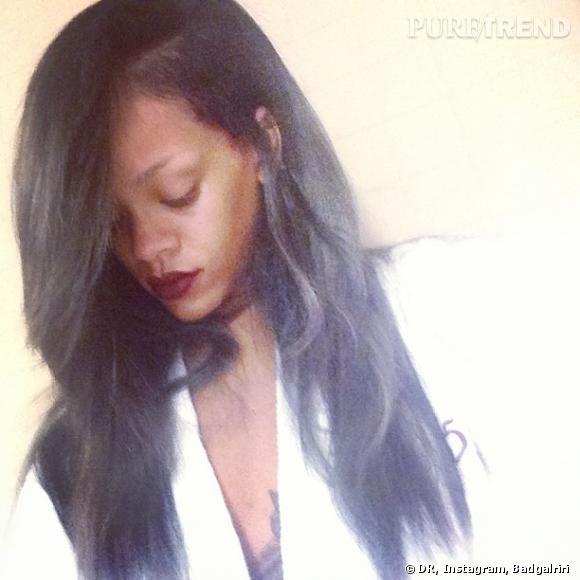 Rihanna est-elle d'humeur maussade ? Moue boudeuse et cheveux gris, ce n'est pas très festif.
