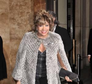 Tina Turner est une diva digne de ce nom : elle ne lâche pas sa fourrure.