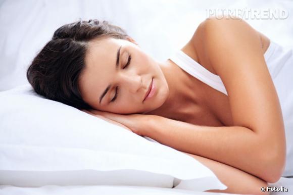 Une étude menée par Estée Lauder montre le lien entre qualité du sommeil et vieillissement de la peau.