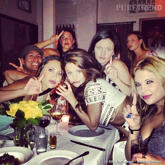 Selena Gomez et ses amies au restaurant.