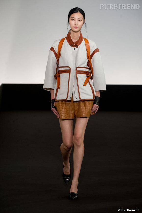 Nos looks tendance pour voyager cet été !  A copier chez Hermès : l'attitude baroudeuse en short et sac à dos Défilé Printemps-Eté 2013